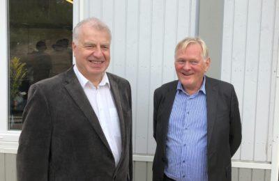 På bildet institusjonssjef Bjørn Andreas Spæren (til venstre) og styreleder Olav Hindahl.