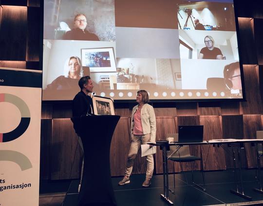 Fra årsmøtet 2020 med digitale deltagere på storskjerm